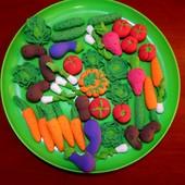 Овощи для игры в кухню, большого размера.