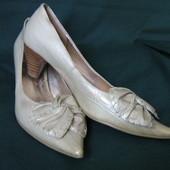 Новые туфли бежевые лакированные keili fengni. Размер 37.