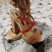 Крутые кожаные босоножки Luciano Carvari, размер 37