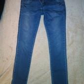 джинсы узкие, посадка средняя