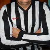 Спортивная фирменная футболка длинний рукав Nike .л.
