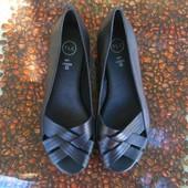 Новые кожанные туфли -босоножки