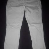 фирменные белые джинсы Bershka
