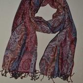 сток Большой выбор платков и шалей разных размеров и фасонов
