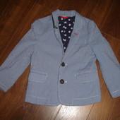 Фирменный крутой стильный пиджак мальчику 3-4 лет в идеале