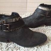 Модные, стильные ботиночки из италии. 39 размер. Стелька 25 см.