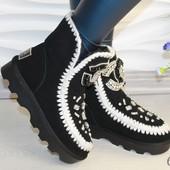 Женские зимние ботинки валенки Шанель