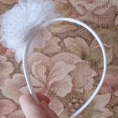 Обруч с белым цветком