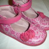 Фирменные кожаные туфли для девочки на 24 размер