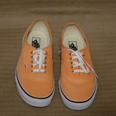 Низкие фирменные кеды светло персикового цвета Vans сша US - 11 .