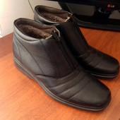 Продам мужские зимние ботинки. Новые. Размер 43 , стелька 27,5-28 см.  Верх кожзам , внутри искустве