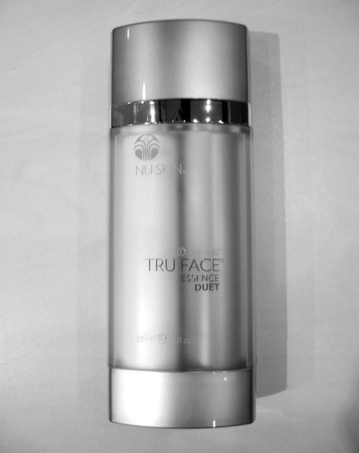 Крем-сыворотка для зоны шеи и декольте ageloc tru face essence duet фото №1