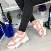 Эффектные розовые кроссовки