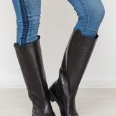 Демисезонные кожаные сапоги трубы на низком каблуке