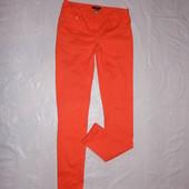 поб 42-44, узкачи яркие джинсы скинни H&M