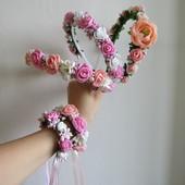 Шикарные обручи с цветами на выпуск в розово-персиковом цвете.  В наличии