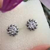 Серьги серебряные гвоздики Диамо 2405
