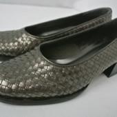 Новые фирменные плетеные кожаные туфли Vroom & Dreesmann (Голландия) на каблуке. Размер 36
