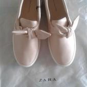 Продам Новые слипоны женские Zara.стелька 27,5.размер 42.