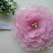 Роскошный цветок из шифона на повязке