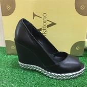 Туфли на платформе с открытым носком