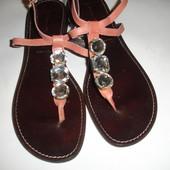 Фирменные итальянские кожаные босоножки на 40 размер идеал