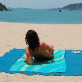 Есть много цветов ))) Пляжная подстилка анти-песок Sand Free Mat Размеры : 200*200 см.