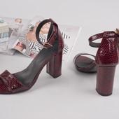 Стильные босоножки на каблуке Натуральная кожа