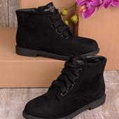 Женские короткие демисезонные ботинки без каблука