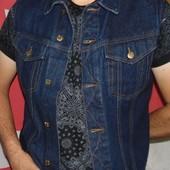 Новая стильная джинсовая курточка жилетка бренд Indigo Индиго .м-л