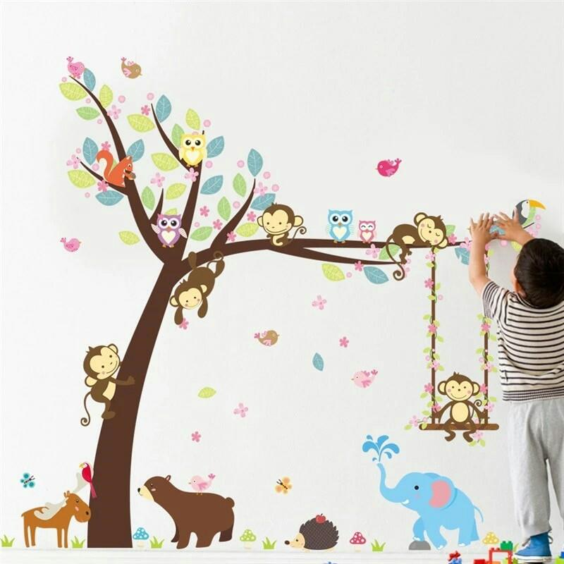 "Интерьерная наклейка ""дерево и зверята"" фото №1"