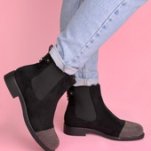 Женские демисезонные ботинки чёрного цвета без каблука