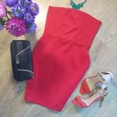 Нереальное красное платье