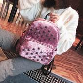 Рюкзак розовый с заклёпками