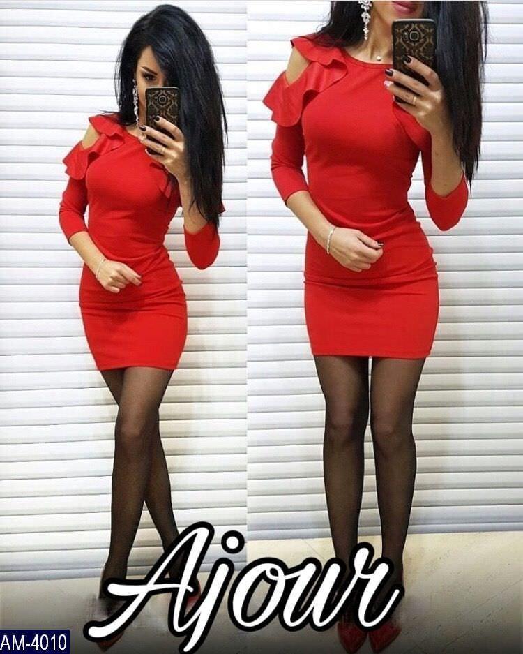 Женское платье с воланами на плечах фото №1