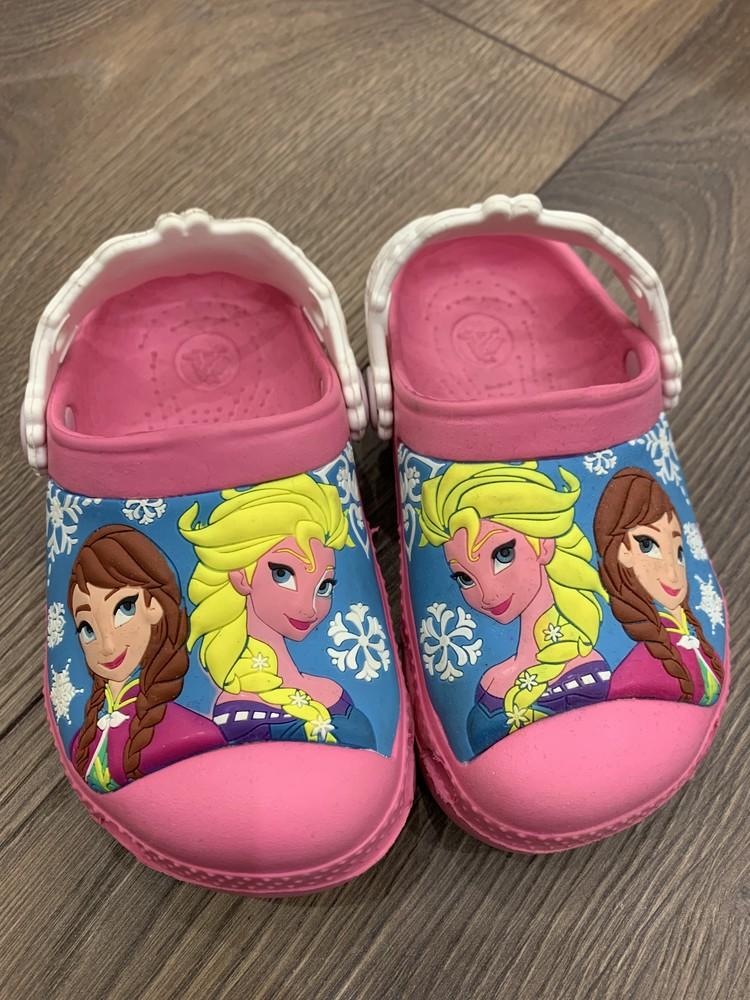 Crocs frozen disney girls. эльза кроксы. фото №1