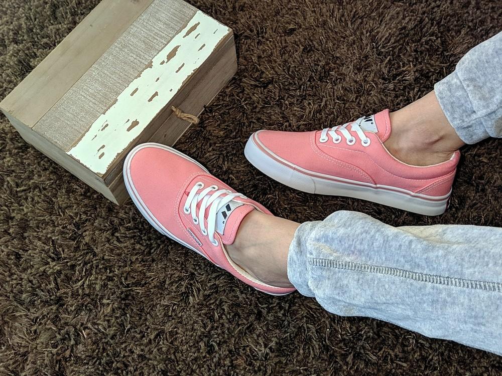Женские натуральные кеды нежно розового цвета, крепкая и красивая обувь на каждый день фото №1