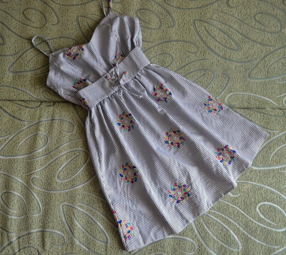 Скидка! хлопковое летнее платье в полоску с цветочной вышивкой фото №1