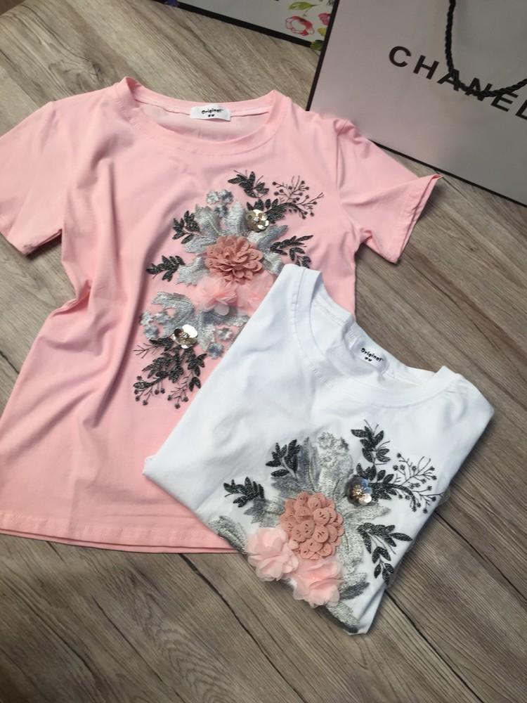 Модная футболка с красивой апликацией фото №1