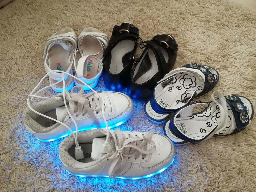Туфли босоножки в школу. светящиеся кроссовки лед фото №1
