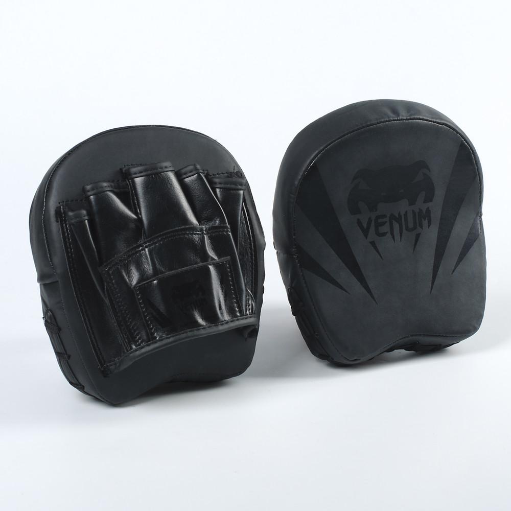 Лапа изогнутая боксерская venum flex 8330: 2 лапы в комплекте, размер 18x16x5см фото №1