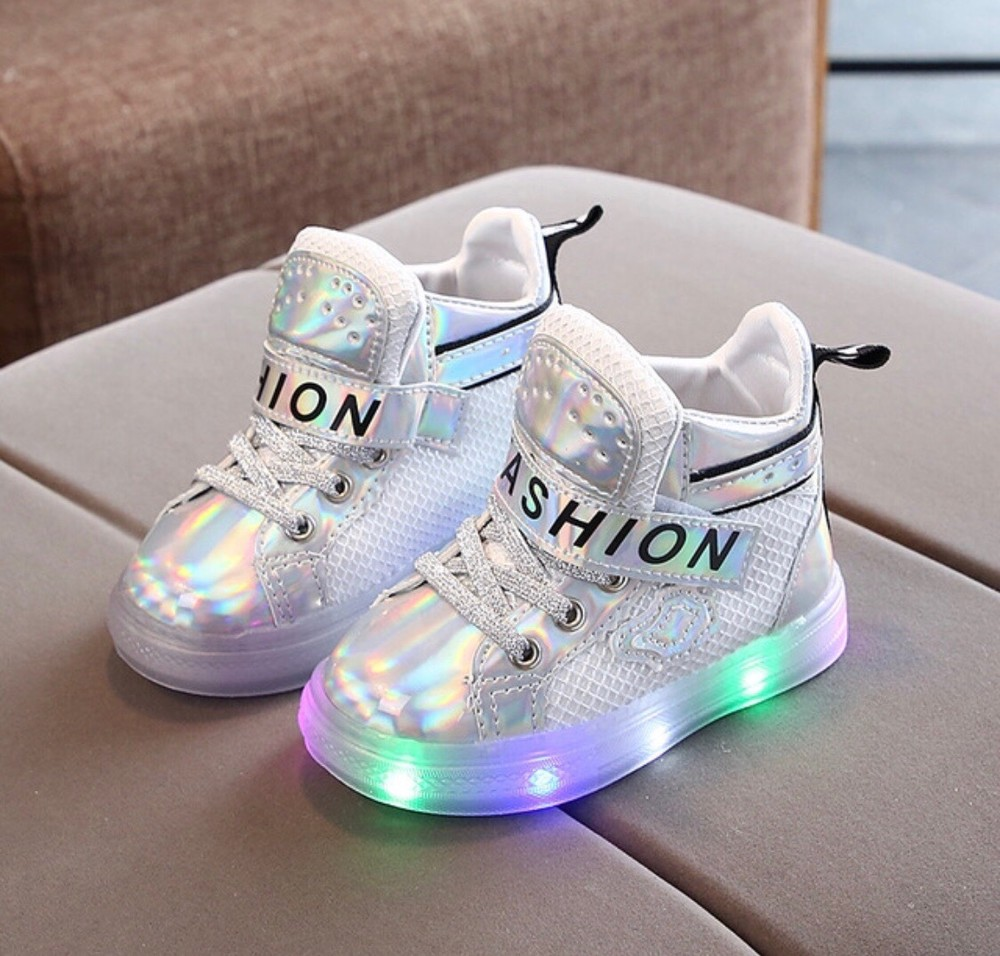 Блестящие кроссовки с подсветкой. три цвета фото №1