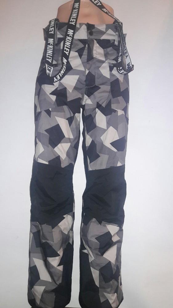 Фирменные лыжные штаны в геометрический принт фото №1