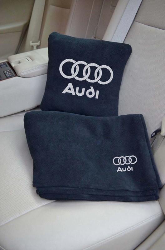 Плед-подушка с вышивкой в автомобиль. расцветки разные. фото №1