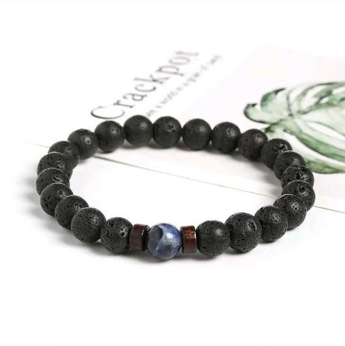 Стильный браслет из вулканической лавы черного цвета с натуральным камнем (содалит) фото №1