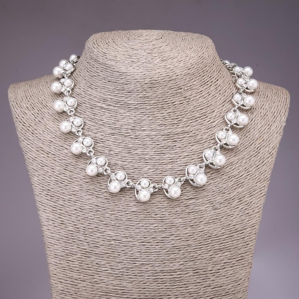Ожерелье в белых бусинах фото №1