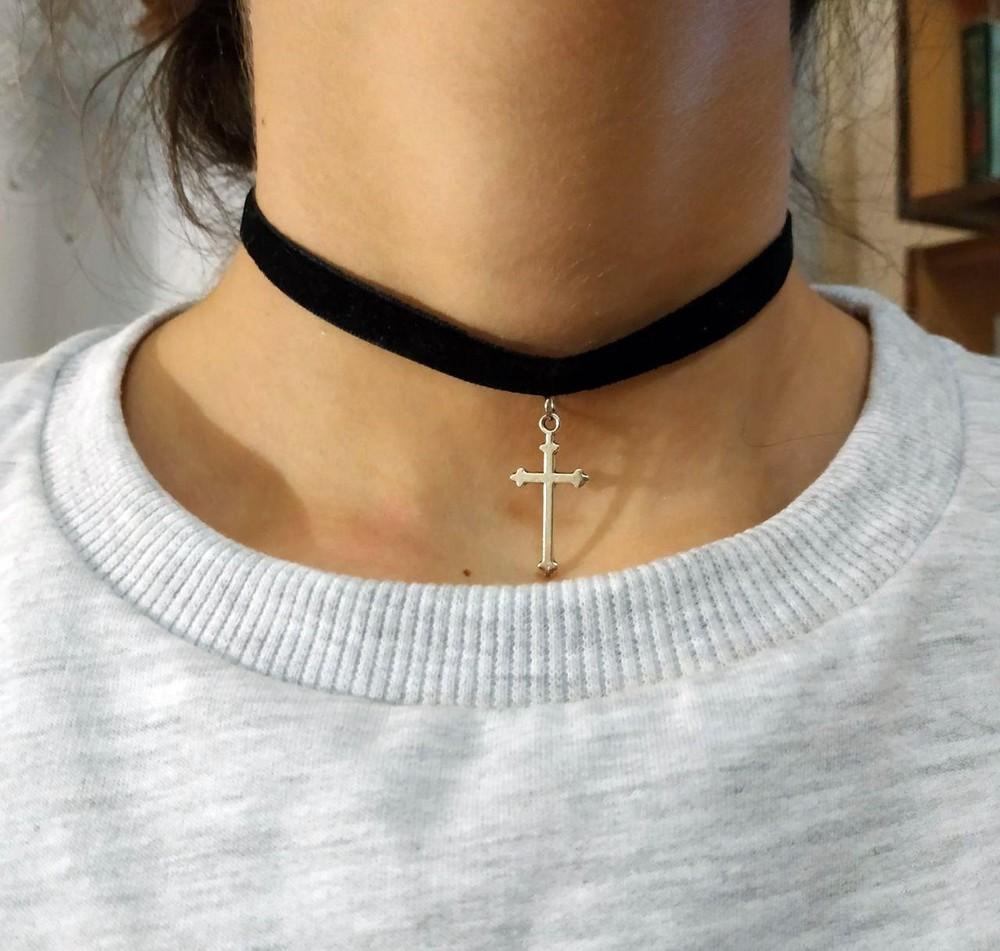 Черный бархатный чокер с крестом античное серебро фото №1