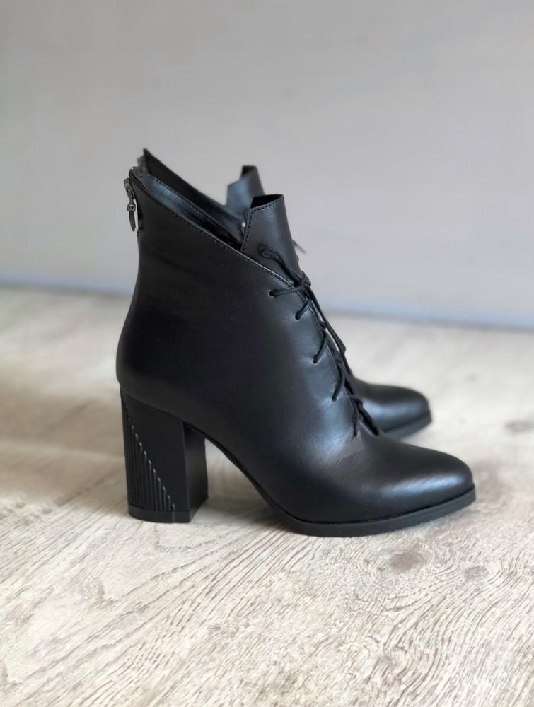 Кожаные ботинки на устойчивом каблуке фото №1