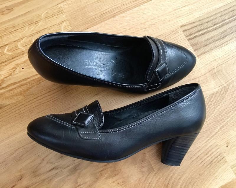 Кожаные туфли на устойчивом каблуке туфельки лоферы фото №1
