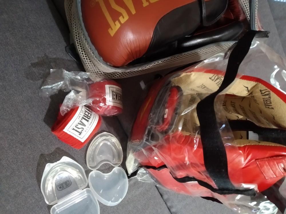 Шлем и перчатки для бокса. кожа. фото №1
